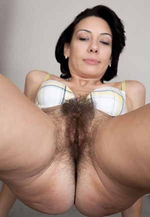 Free Hairy MILF Pussy Porn Pictures