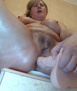 Free Wet MILF Pussy Porn Pictures
