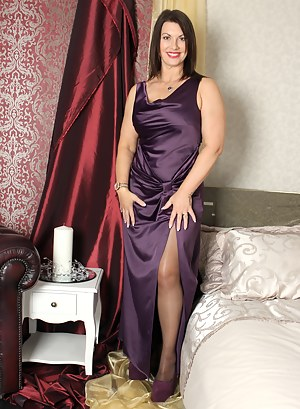 Free MILF Dress Porn Pictures