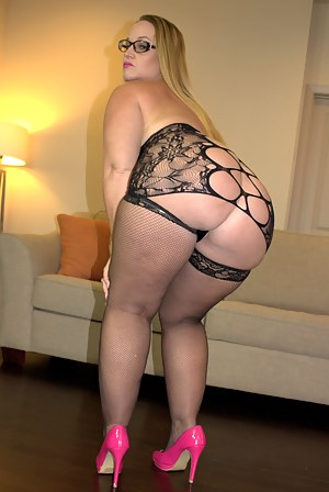 Free Big Booty MILF Porn Pictures