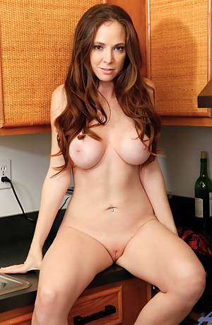 Free MILF Housewife Porn Pictures