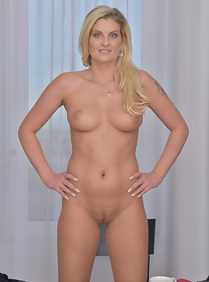 Free Perfect Body MILF Porn Pictures